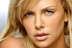 Charlize-Theron-confirmee-pour-Mad-Max-4_portrait_w532