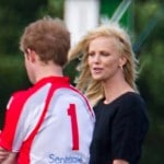 Charlize-Theron-enceinte-du-prince-Harry-pour-de-rire_article_landscape_pm_v8