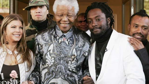 South African former president Nelson Mandela (C) poses for a picture with members of the Black Eyed Peas band from L to R: Fergie, Taboo, Will.I.Am and Apl.De.Ap in Johannesburg 29 May 2006 after making a courtesy call at Mandela's office. The Band is in South Africa for a benefit concert for Johannesburg's underprivileged people.     AFP PHOTO / Alexander Joe
