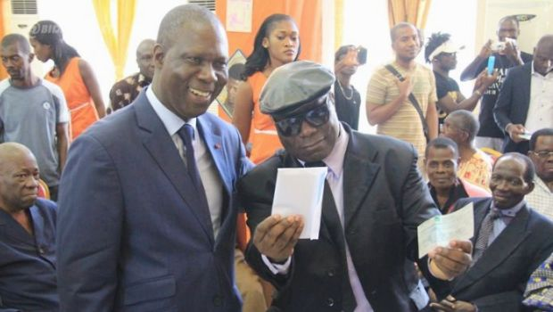 Eba Aka: the artist founds «extraordinary» a gesture from Ouattara