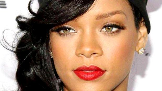 Rihanna--Bombardee-de-chips-la-diva-s-enerve-en-plein-concert