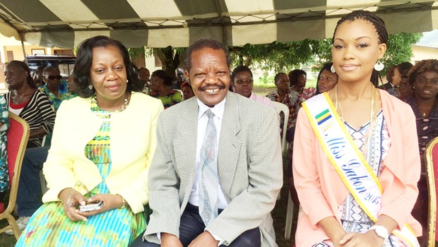 Miss Gabon 2015: in the support of the patients of Melen Mental Health Center