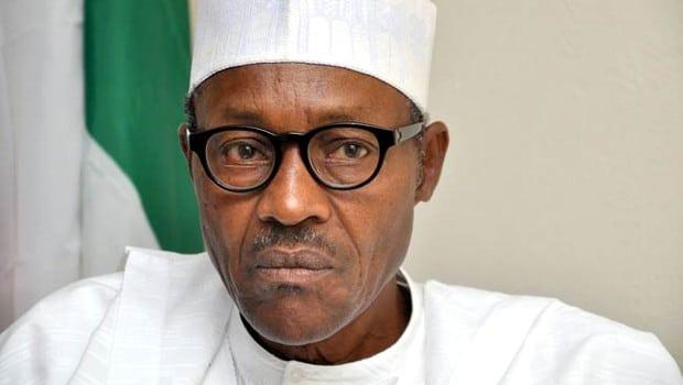Nigéria: le président Buhari diminue son salaire de moitié