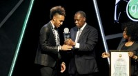(Africanews)- Le 5 janvier prochain, les amateurs du football africain sauront qui succèdera au Gabonais Pierre-Emerick Aubameyang comme meilleur joueur du continent. Au regard de la dernière short-list publiée par […]