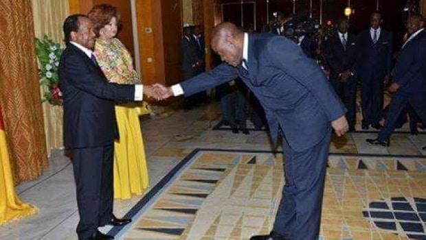 Cameroun: Les courbettes du ministre des sports devant Biya, ça fait du buzz !