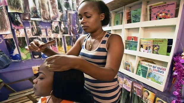 Cote d'ivoire: des salons de coiffure déguisés en bibliothèques