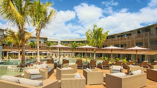 MUSSJCOS_piscine-lounge-be-cosy-apart-hotel-sejours-ile-maurice-tui