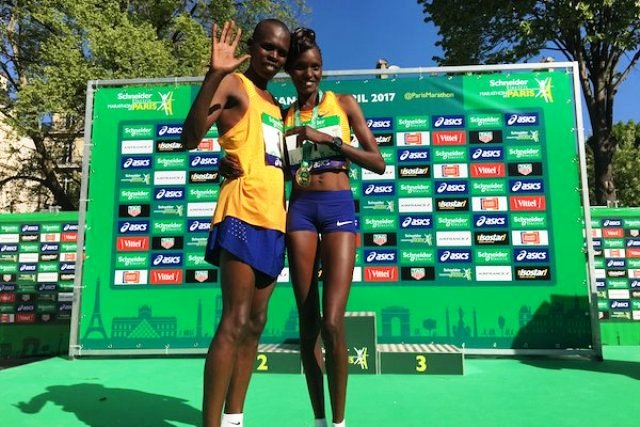 Sport: pour une première, un couple kényan remporte le marathon de Paris