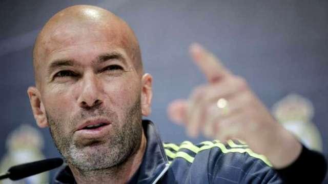 Zidane se fait une nouvelle fois insulter par l'un de ses joueurs. Sa réaction surprend ! Vidéo