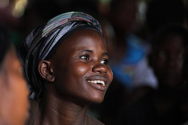 femme-afrique-credits-steve-evans-licence-creative-commons