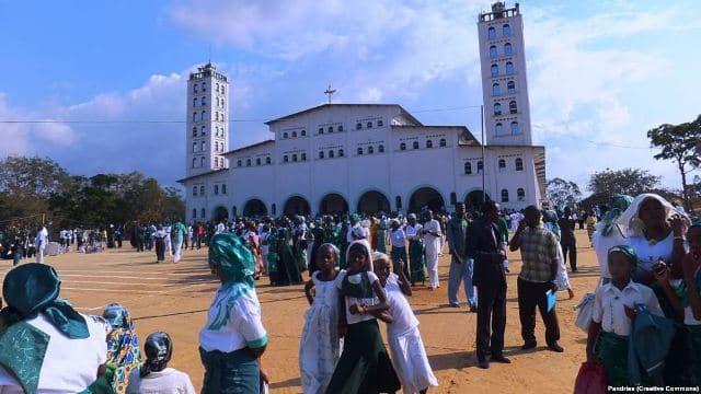 File source: http://commons.wikimedia.org/wiki/File:Temple_de_Nkamba.JPG