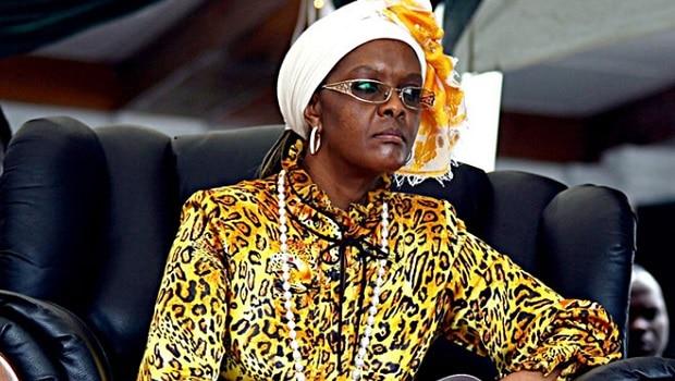 Grace Mugabe, la première dame Zimbabwéenne est toujours en Afrique du Sud.Accusée d'avoir agressé deux jeunes femmes dans une chambre d'hôtel à Johannesburg, l'épousedu président du Zimbabwe ne serait pas […]