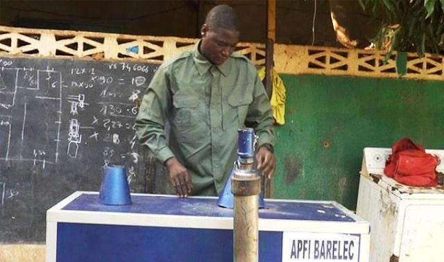 Niger: un jeune invente un appareil de purification des fumées industrielles