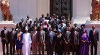 Si la latitude leur avait étélaissée depuis leur arrivée au gouvernement de s'habiller àleur guise, les ministres Sénégalais sont désormaiscontraints de porter un costume sombre ou un grand boubou blanc. […]