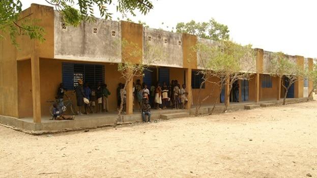Burkina: Emmanuel Macron fait fermer les écoles dans le cadre de son séjour