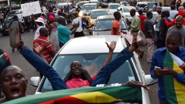Une nouvelle page de l'histoire s'ouvre désormais au Zimbabwe après l'annonce du retrait du pouvoir par le doyen des chefs d'Etats au monde, RobertMugabe. «J'ai choisi volontairement de démissionner. (…) […]