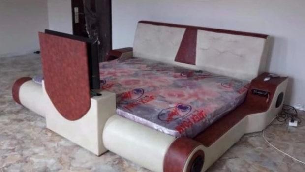 Ghana: un menuisier fabrique un lit électronique équipé d'une télé