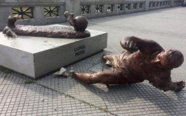 Messi _statue