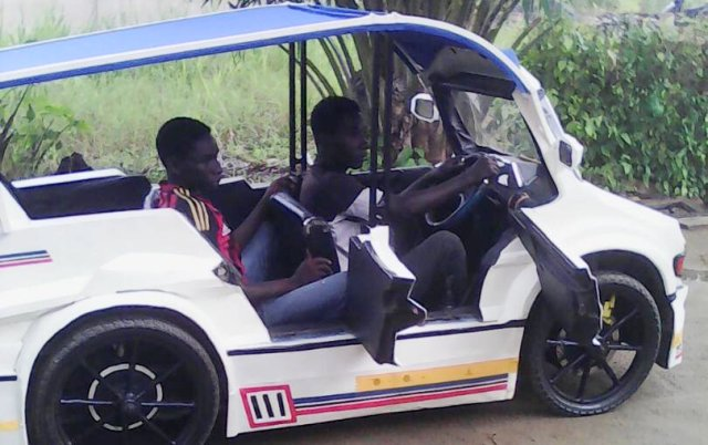 ghana une voiture de trois places con ue par deux jeunes fr res africa top success. Black Bedroom Furniture Sets. Home Design Ideas