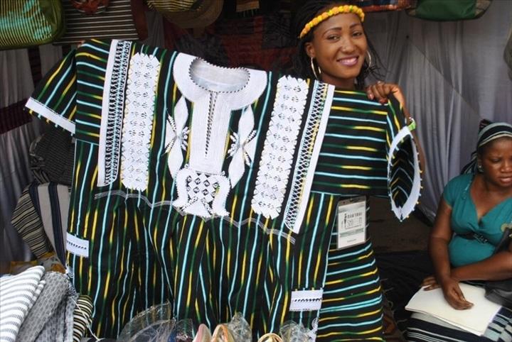 Burkina Faso: le gouvernement impose le pagne tissé comme »tenue officielle»