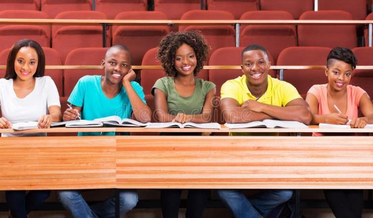Rencontres interraciales sur les campus universitaires