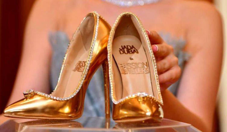Est A Chaussures Plus Millions DollarsCette Paire De 17 La EYeI29WDHb