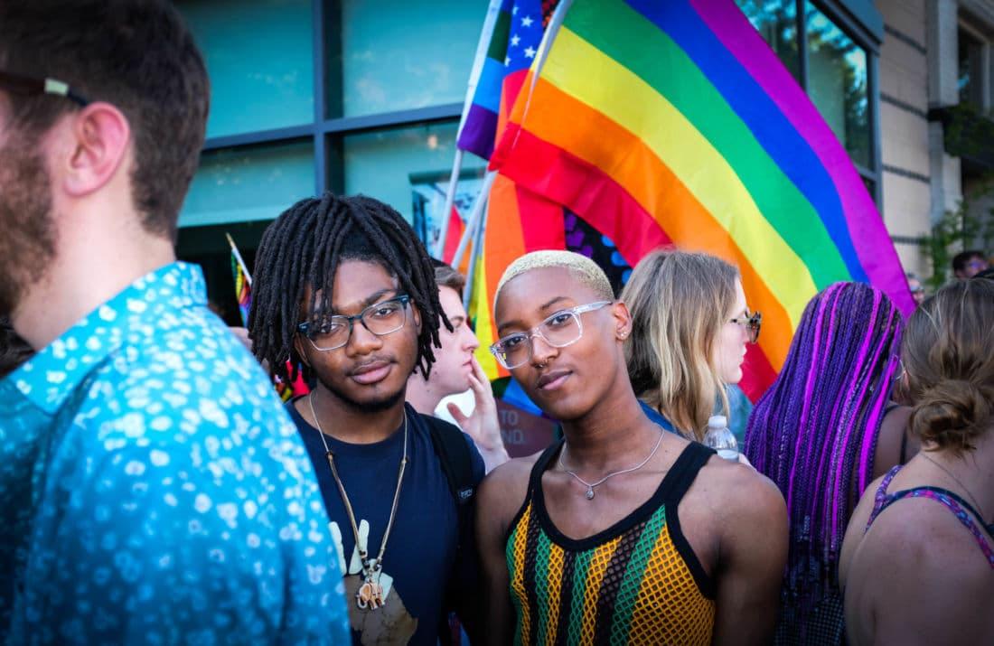 aux homosexuels