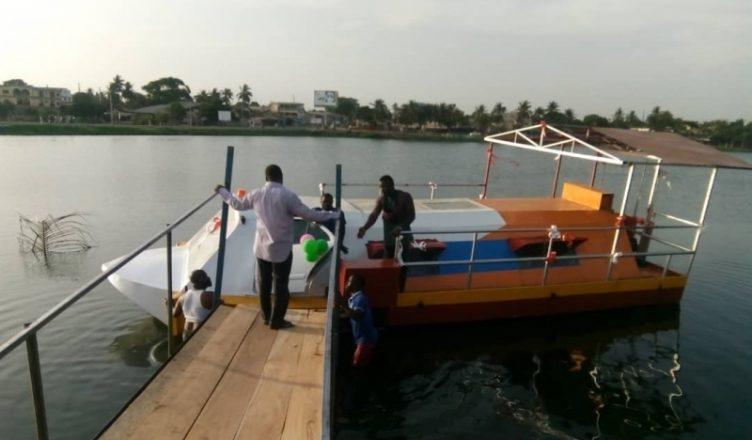outlet store 035a9 43eb5 Togo  premier paquebot flottant sur la lagune de Bè, un chef-d œuvre d un  chef traditionnel (vidéo). 2 ...