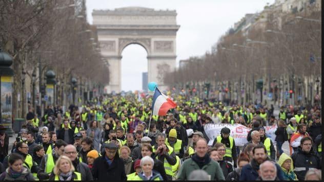 La Cour Pénale Internationale saisie par les Gilets Jaunes contre le président Emmanuel Macron et son Ministre de l'Intérieur, Castaner.
