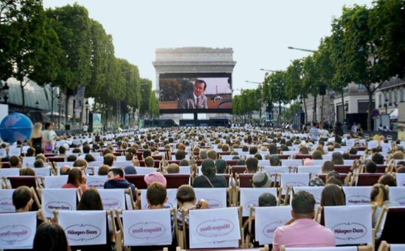 Oss 117 Ce Film Qui A Attire 2 000 Personnes Sur Les Champs Elysees