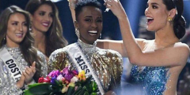 Zozibini Tunzi, la Miss Univers hors norme qui séduit la toile