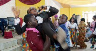 Eglises éveillées : des pasteurs adulés comme de véritables stars