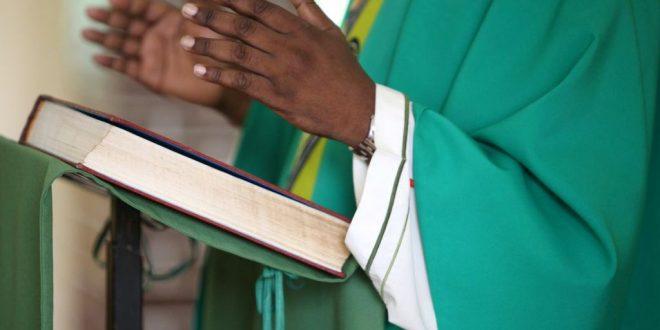Célibat des prêtres : qui est ce curé qui a quitté l'Eglise pour épouser sa compagne ?