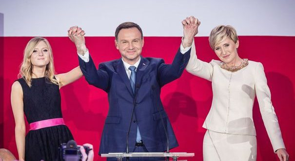 Pologne : le président sortant Andrzej Duda réélu !