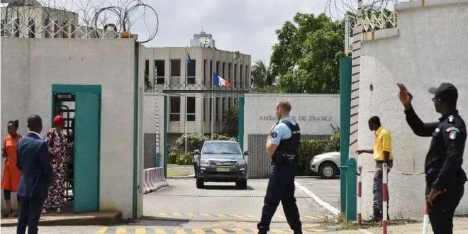Côte d'Ivoire : l'ambassadeur de France rappelé à Paris, un signe de désaccord entre Ouattara et Macron ?