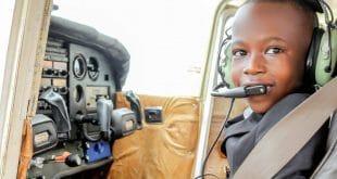 Ouganda : Graham Shema, 7 ans et déjà pilote (vidéo)